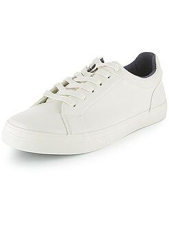 Chaussures, chaussons - Baskets basses blanches en simili
