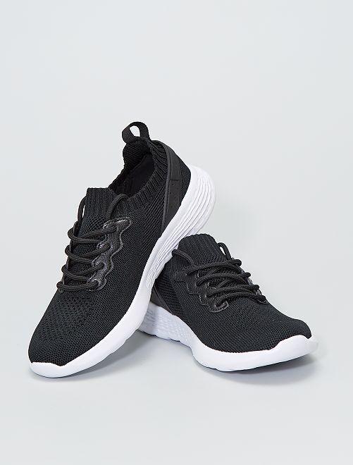 Baskets basses forme chaussons                             noir