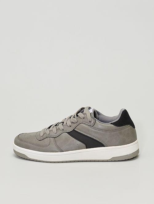 Baskets en simili                             gris