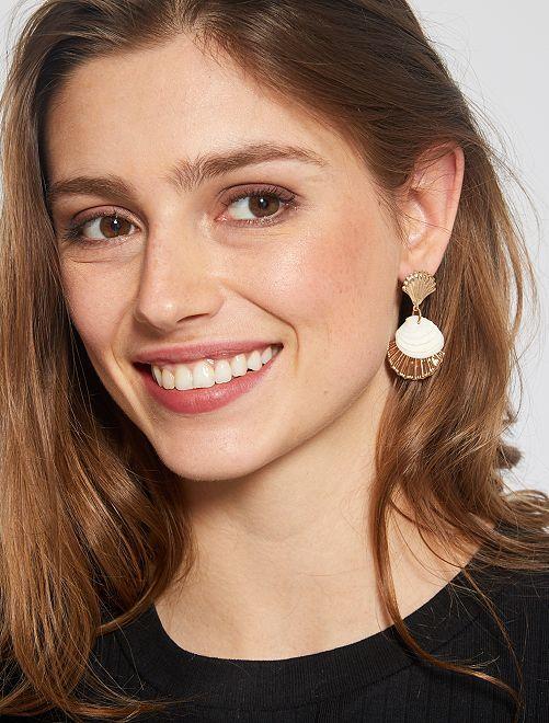 Boucles d'oreilles coquillage                             doré