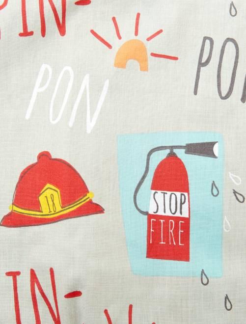 drap housse 1 personne imprim 39 pompier 39 linge de lit gris rouge kiabi 12 00. Black Bedroom Furniture Sets. Home Design Ideas