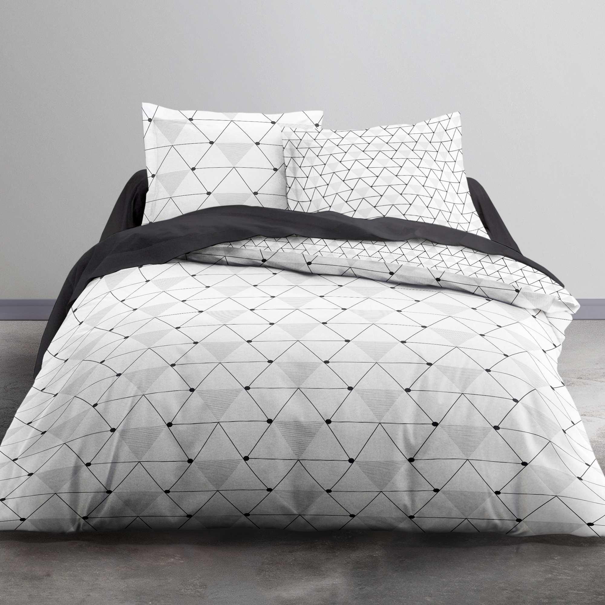 parure de lit imprim 39 g om trique triangle 39 linge de lit blanc noir kiabi 20 00. Black Bedroom Furniture Sets. Home Design Ideas