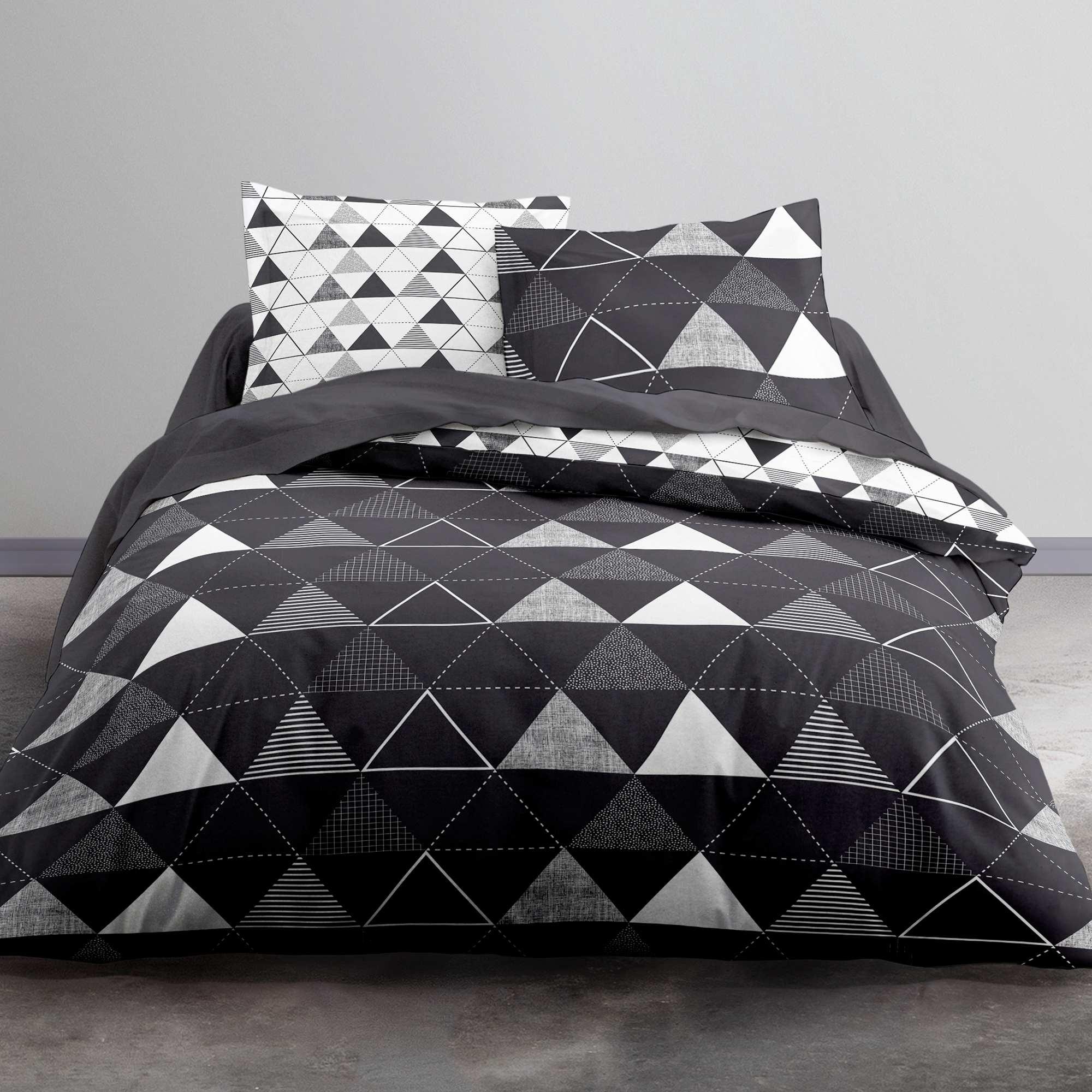 parure de lit noir et blanc imprim 39 triangles 39 linge de lit noir kiabi 20 00. Black Bedroom Furniture Sets. Home Design Ideas