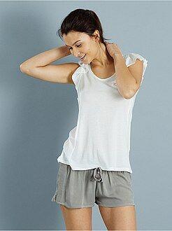 Pyjama court à volants et maille crêpée