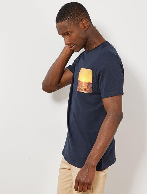 t shirt photoprint summer homme bleu marine kiabi 5 00. Black Bedroom Furniture Sets. Home Design Ideas