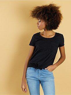 T-shirt manches courtes - Tee-shirt noué avec broderie anglaise