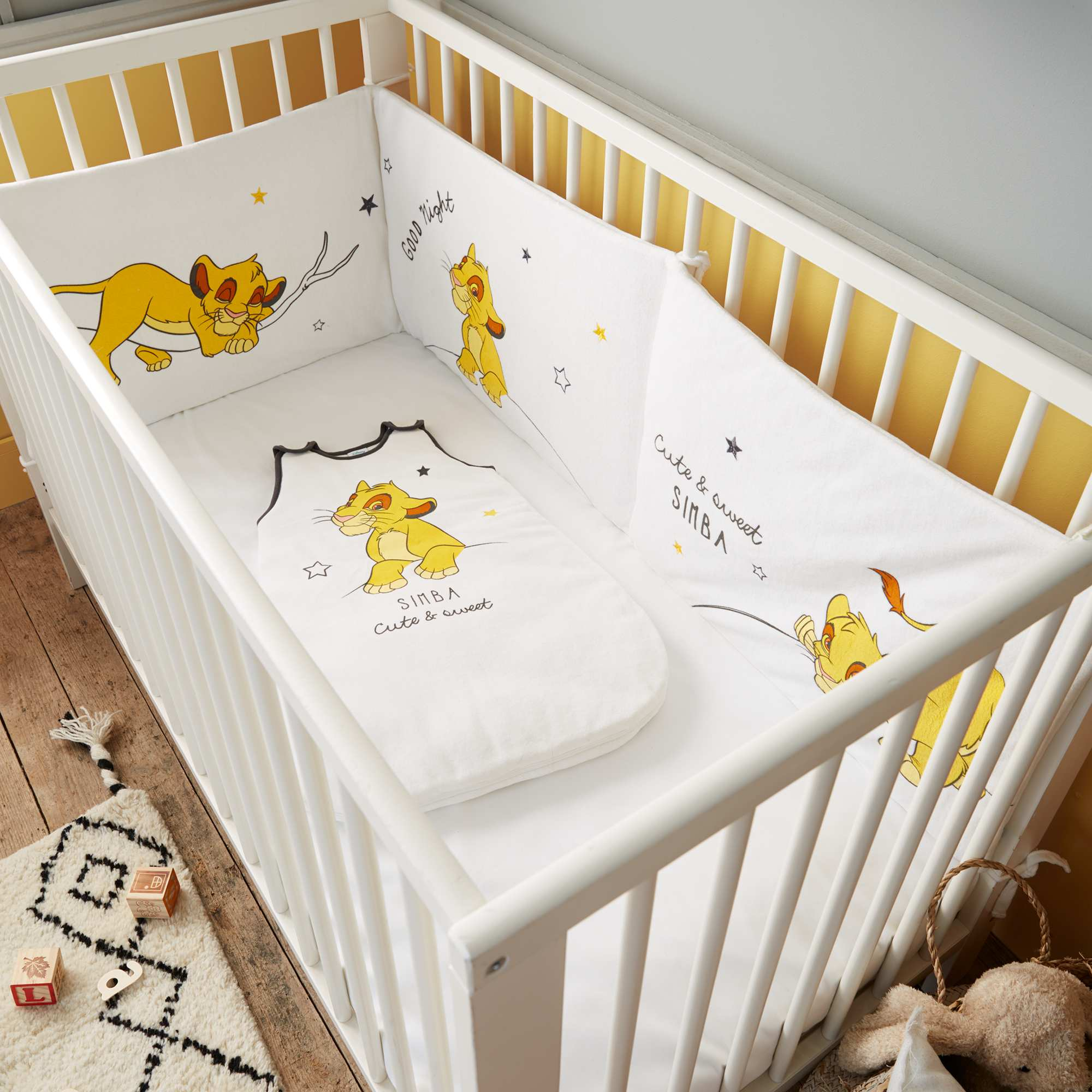 Tour de lit 39 roi lion 39 de 39 disney 39 b b gar on blanc - Lit bebe garcon original ...