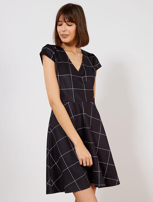 3708ce424991b4 Geruite jurk met wikkeleffect Dameskleding - zwart   wit - Kiabi ...