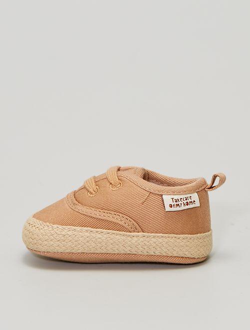 Hoge, stoffen sneakers                             BRUIN