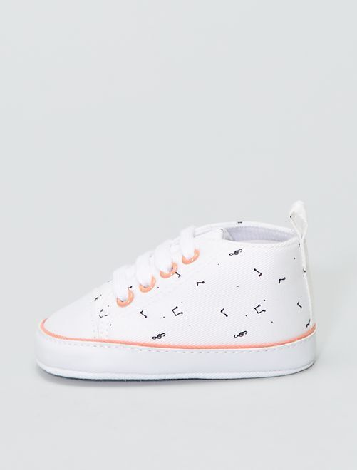 Hoge, stoffen sneakers met bloemenprint                                         WIT