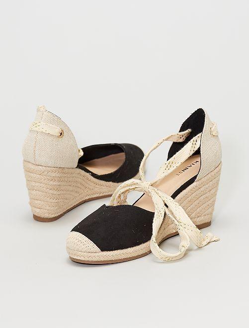 Sandalen van twee stoffen met sleehak                                         zwart