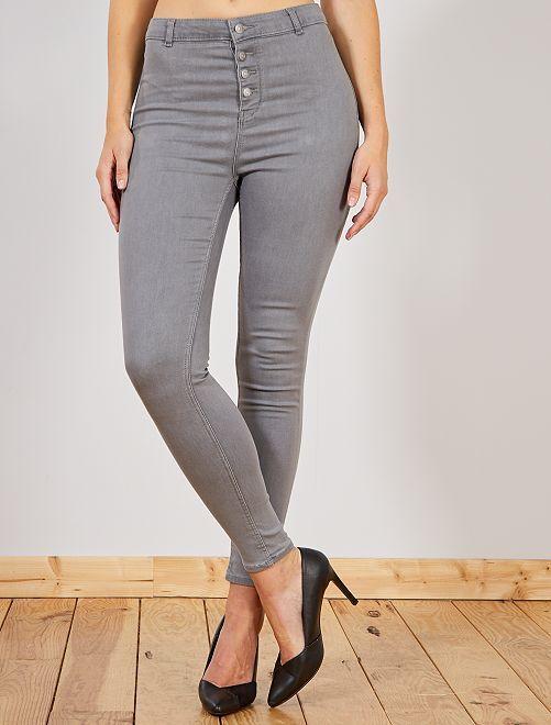 38c44247323 Skinny jeans met een gulp met knopen Dameskleding - Kiabi - 18,00€