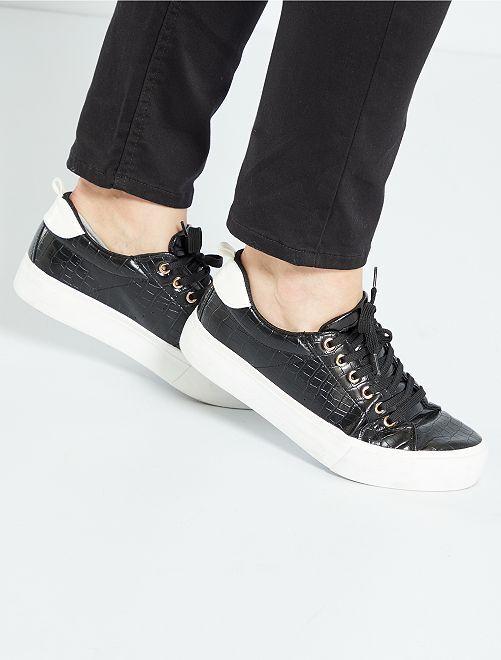 Sneakers met veters en dikke zool                                         zwart