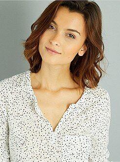 T-shirt - Soepel T-shirt met een Tunesische hals