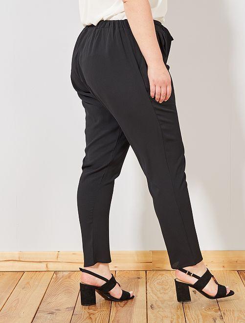 6a580b3e93e Soepele broek met een riem