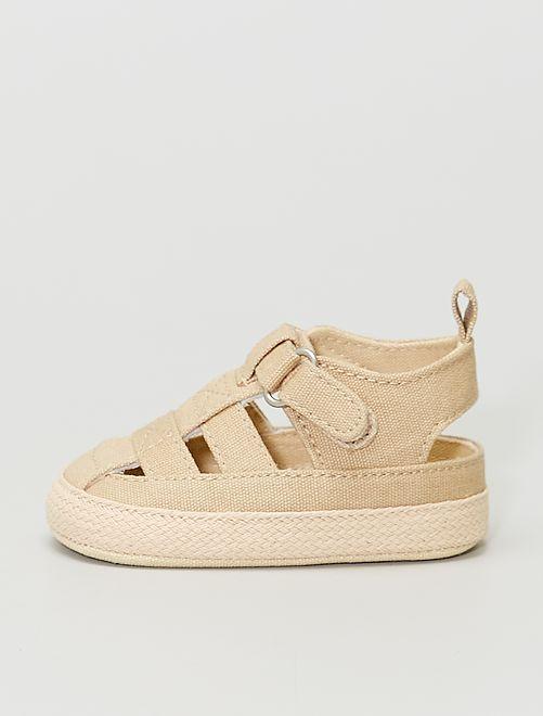 Stoffen sandalen met klittenband                                         BIEGE