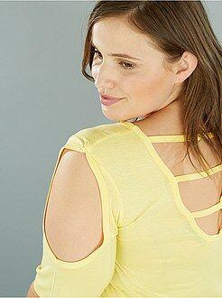 T-shirt met blote schouders en inzetstukken op de rug