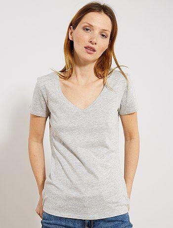70330634b51 Damesmode maat 34-48 - T-shirt met korte mouwen en een V-
